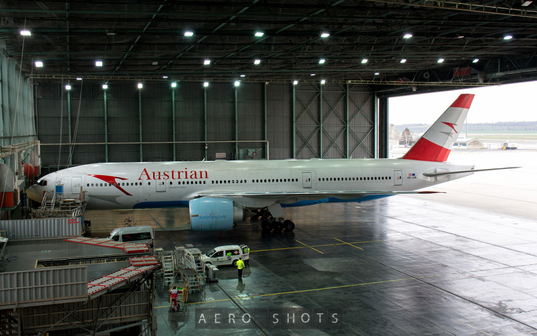 AUSTRIAN Updates Inflight Electronics Policy