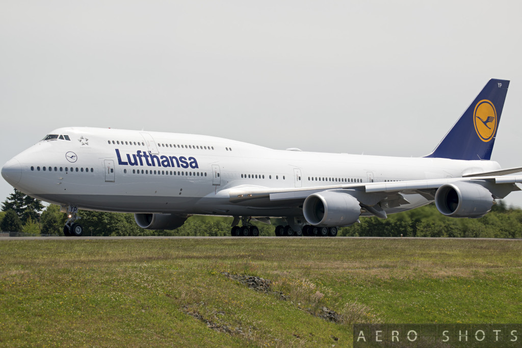 Lufthansa_D-ABYP_747-8i_Paine_PAE_9